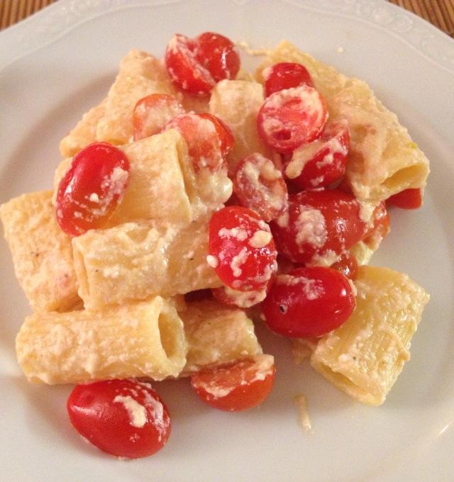 la ricetta della domenica | maccheroni pomodorini e ricotta