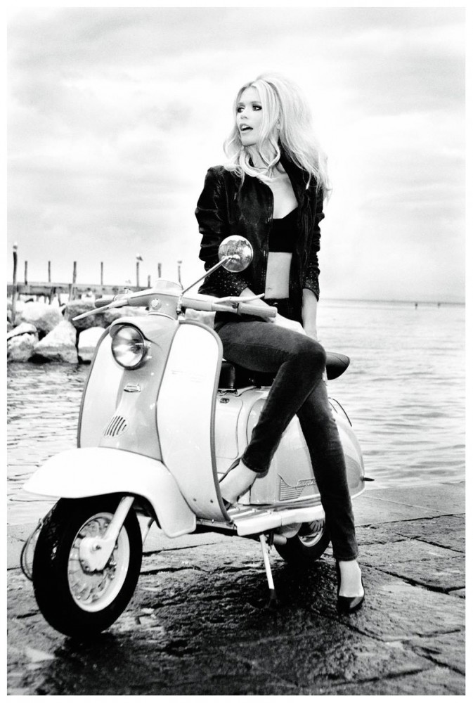 babe* in motoscooter