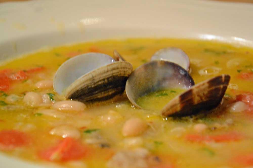 la ricetta della domenica | zuppa di cannellini e vongole