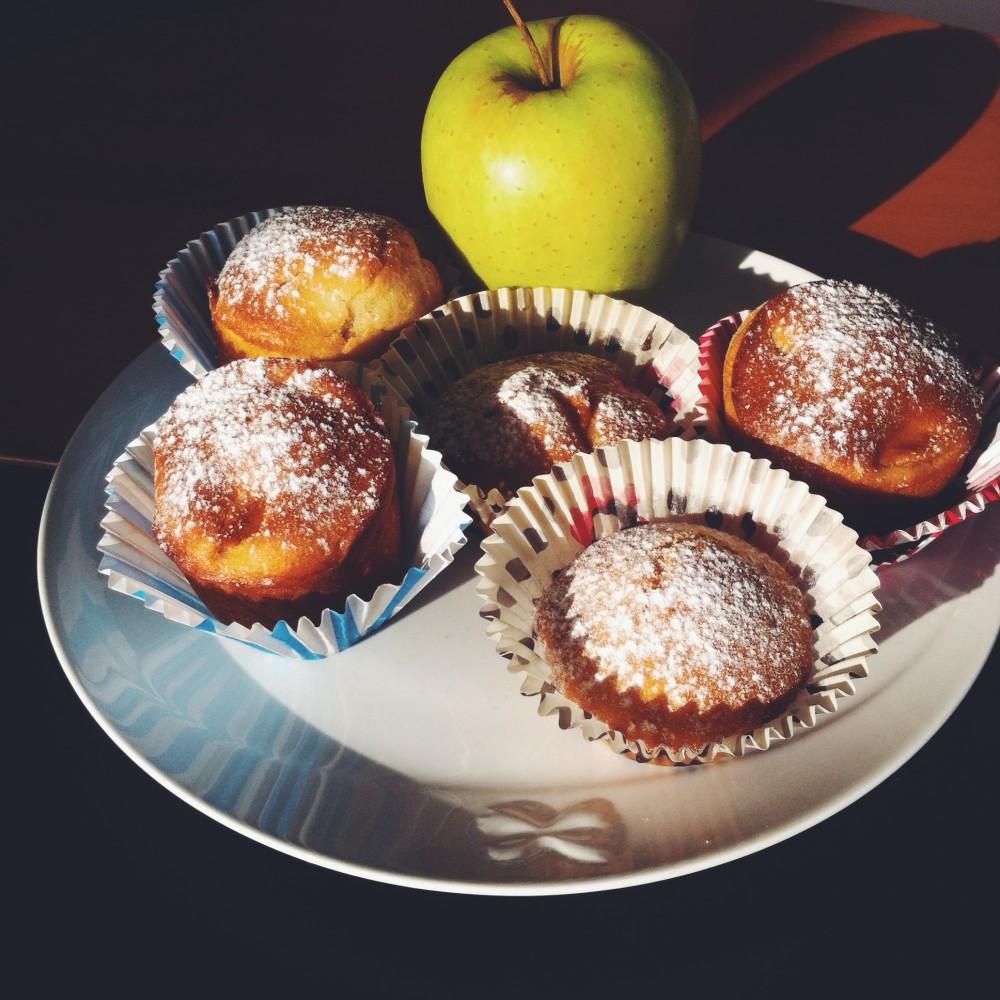 la ricetta della domenica | muffin con uvetta mele e cannella
